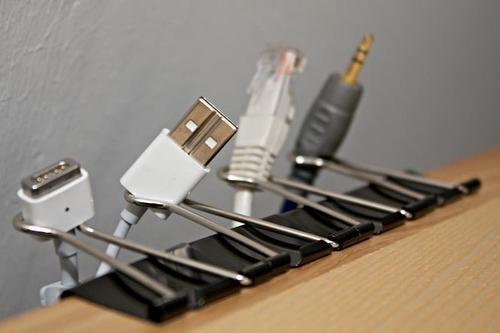 Clips organize disorderly cables