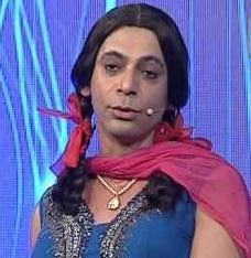 Sunil Grover as Gutthi