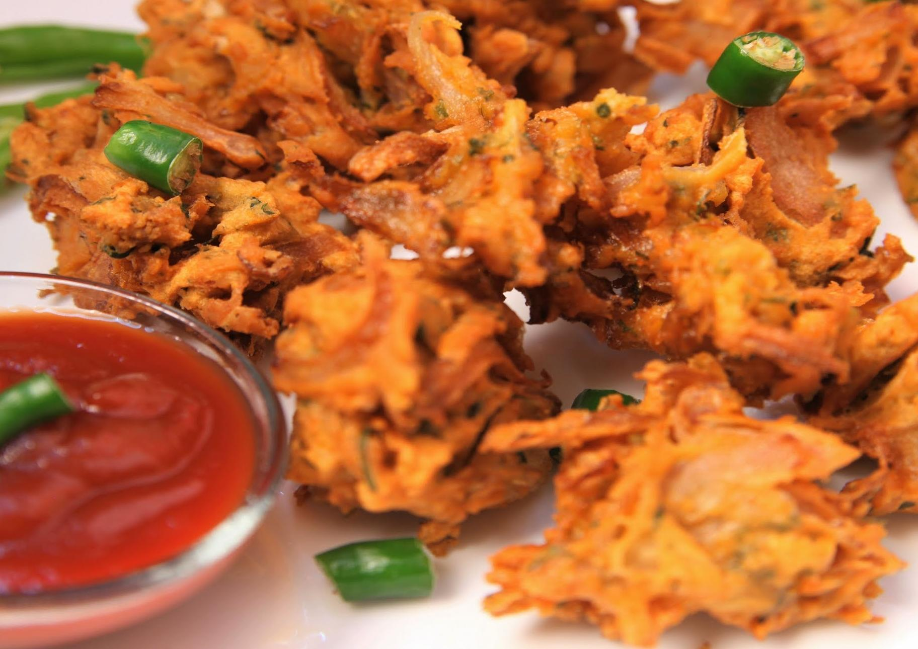 Onion Bhajji or Pyaaz Pakoda