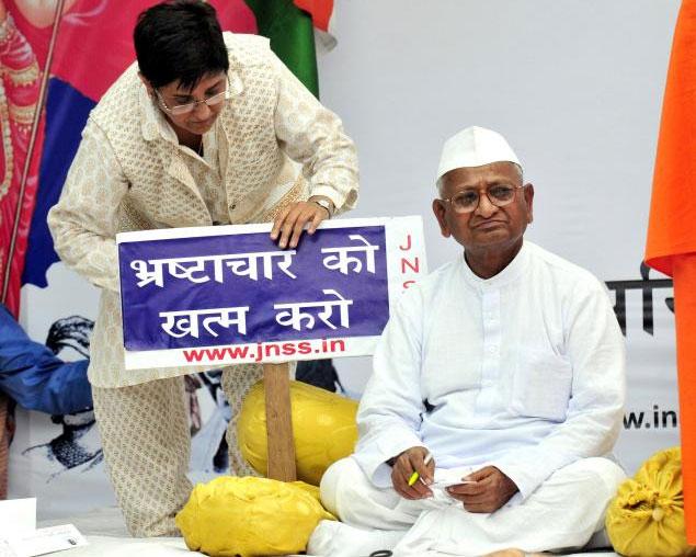 anna hazare and\ kiran bedi