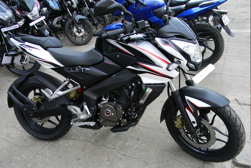 Why-You-Should-Wait-for-these-Motorbikes-to-Bang-on-Afore-Glare-Festival-Bajaj-Pulsar-160-ns