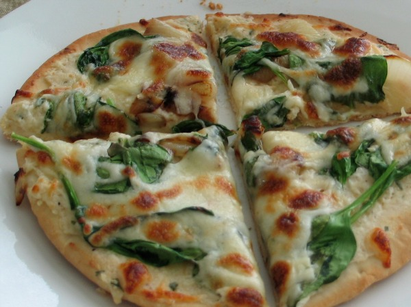 spinach-pepper-pitas-pizza