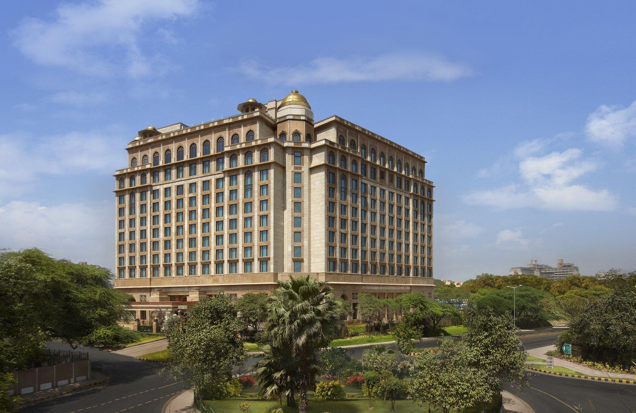 Enjoy Palatial Comfort At The Leela Palace New Delhi Sagmart