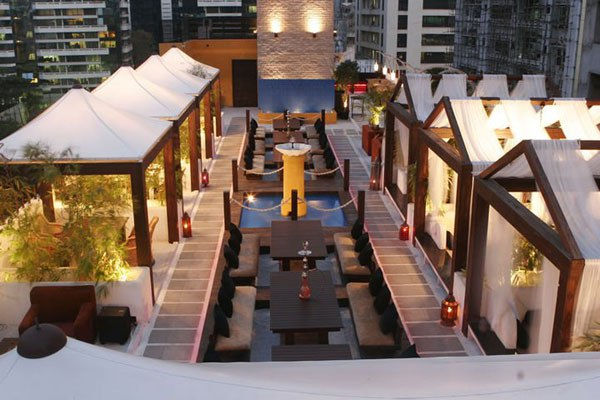 9 rooftop restaurants in mumbai to experience meal under stars