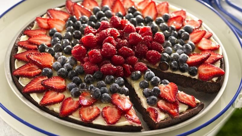 No-Bake Chocolate Fruit Pizza