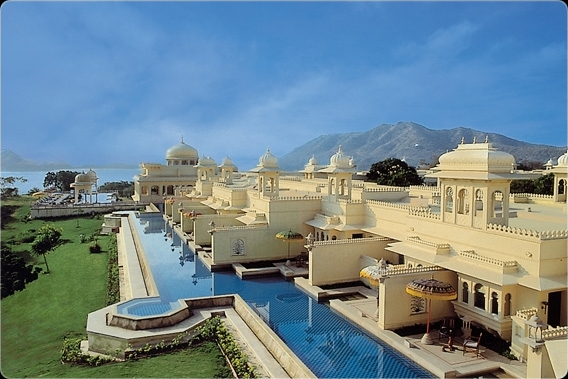 The oberoi udaivilas an extravagant luxury hotel in the for Finest hotels in the world